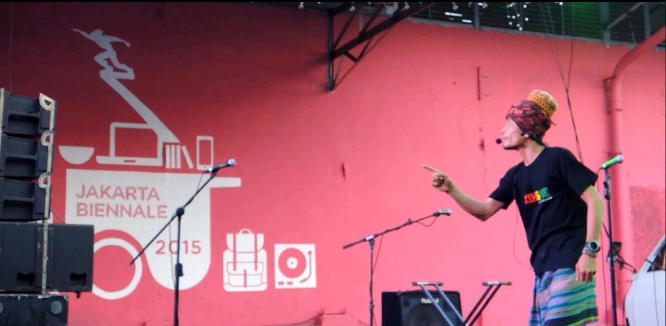 Fuady Keulayu Saat Membawakan Hikayat Di Pembukaan Jakarta Biennale 2015. | Foto: Zulham Yusuf