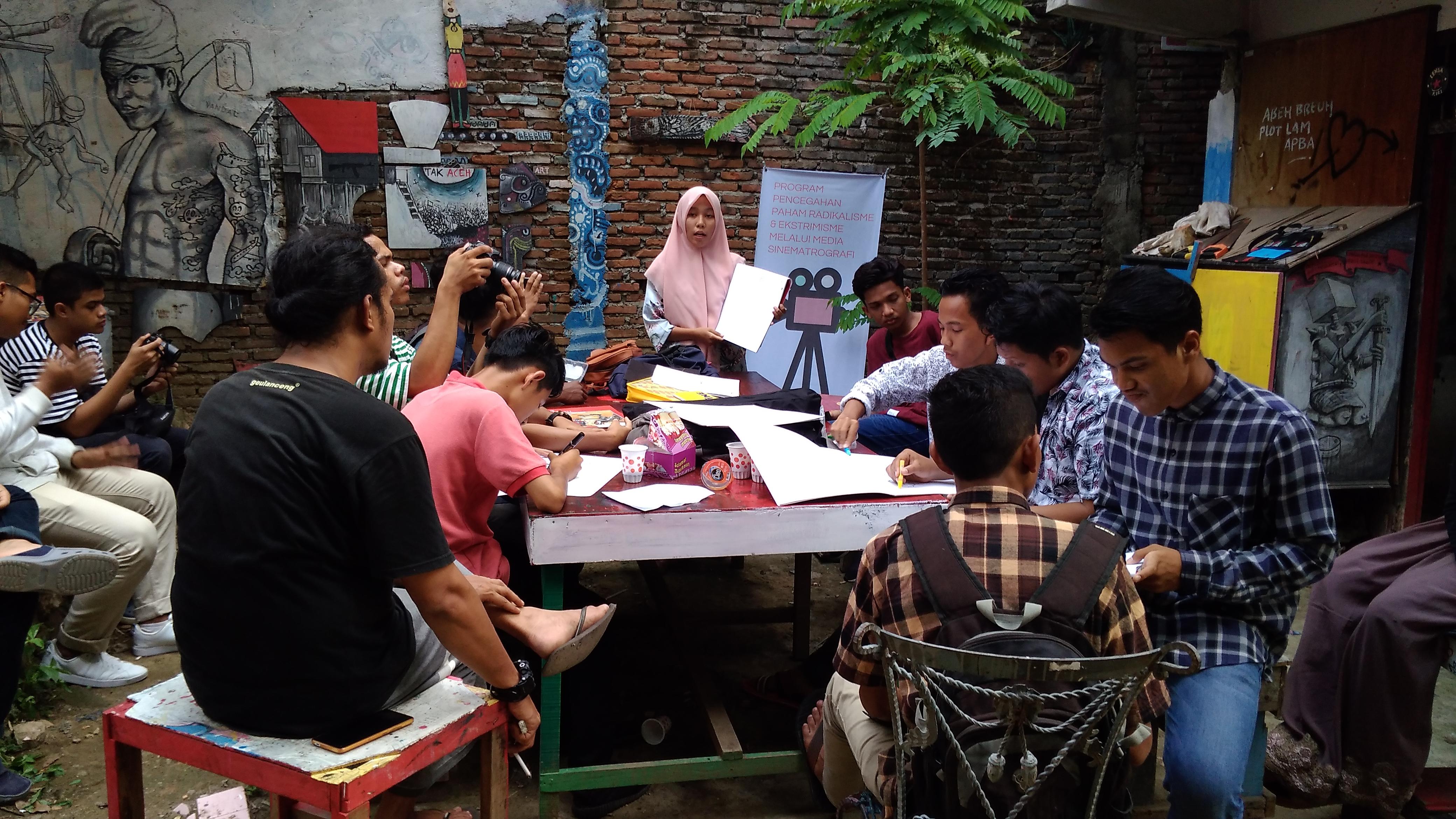 Belajar Sinematografi Di Komunitas Kanot Bu